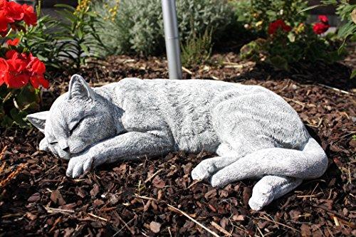 Große Steinguss Katze schlafend frostfest