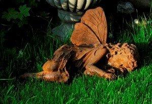 mystsiche Gartenfigur kaufen: Dekofigur Rost Elfe schlafend