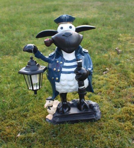 Gartenfiguren kaufen:Deko Schaf Kapitän mit LED-Lampe