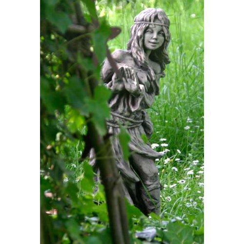 Steinguss Gartenskulptur Waldbewohnerin