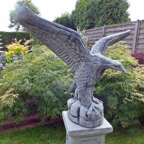Adler steinfigur adler steinguss gartenfiguren abc for Gartenfiguren aus steinguss