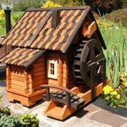 Große Wassermühle aus Holz