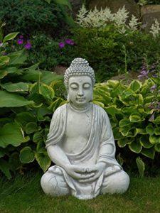 großer Steinguss Buddha frostfest