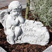 Grabschmuck Engel in stillem Gedenken