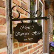 Gartenschild aus Schmiedeeisen – antikes Ladenschild